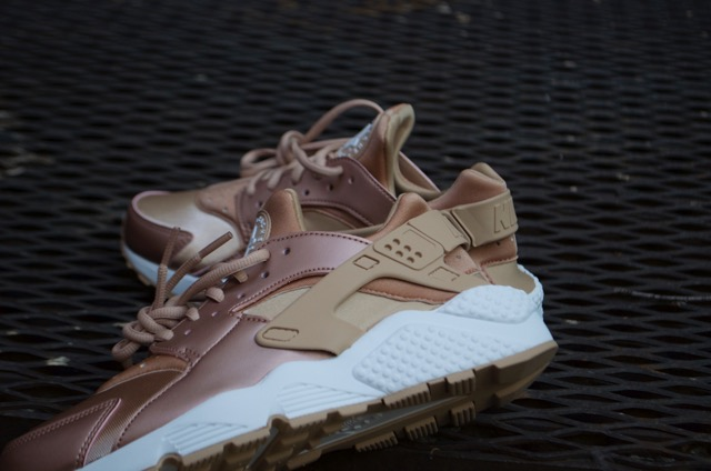 nike huarache rose gold womens